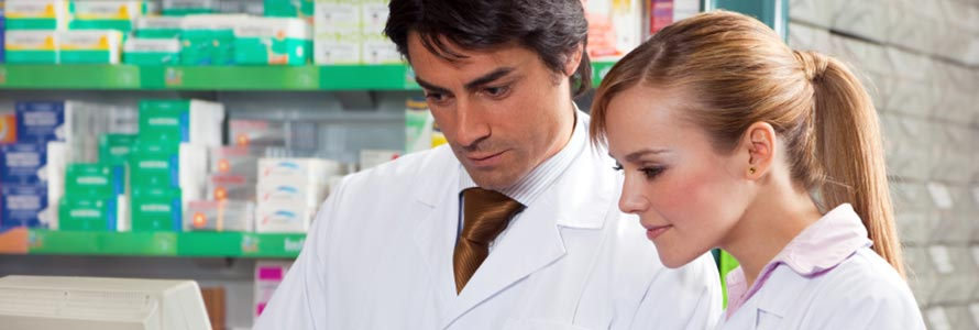 Image of a pharmacist mentoring